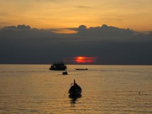 Laiveliai saulėlydyje