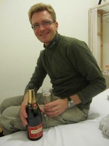 Šampanas pigiame viešbutėlyje