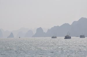 Salos ir laivai rūke