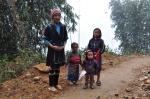 Bekeliaudami tarp kalvų ir klonių sutikome vietinių šeimą